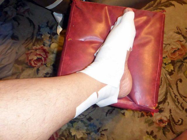 左足に湿布