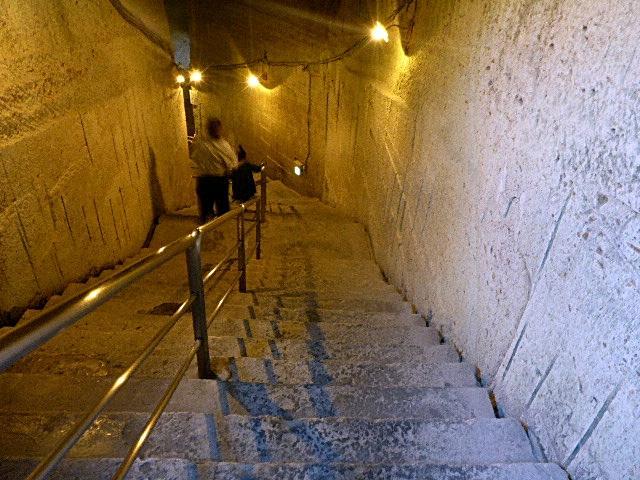 下への階段1